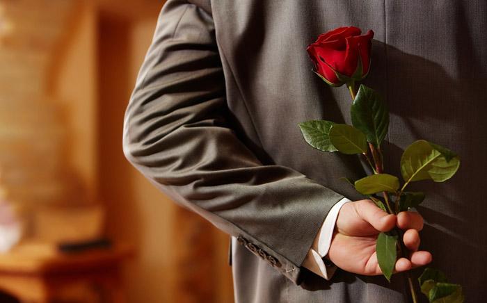 Роза в подарок любимой девушке