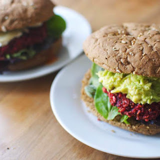 Beet patties with quinoa // The BEST healthified burger!
