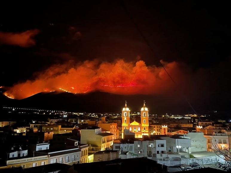Imagen desde el municipio de Berja del fuego en la Sierra de Gádor. Nacho Sánchez