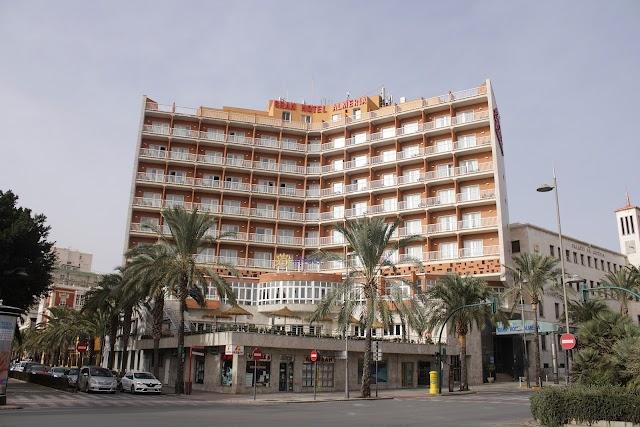 El emblemático Gran Hotel Almería ubicado en la Avenida Reina Regente.