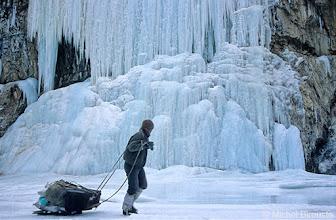 Photo: la cascade de glace aux pieds de Nyerak