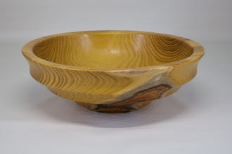 "Photo: Mike Colella 9"" x 3"" bowl [locust]"