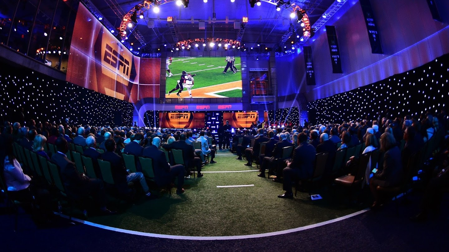 Watch College Football Awards live