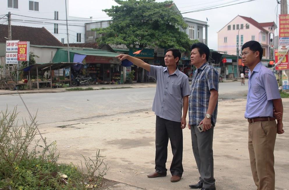 Ban An toàn giao thông tỉnh kiểm tra vị trí lắp đặt camera chống tái lấn chiếm tại huyện Đô Lương
