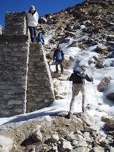 Photo: Descending from the pass involved some ice and snow movement, but nothing too difficult. The lady in the white shirt decided to turn around at this point (she was hiking up from Auli).