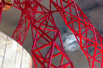 Photo: ArcelorMittal Orbit and the Moon