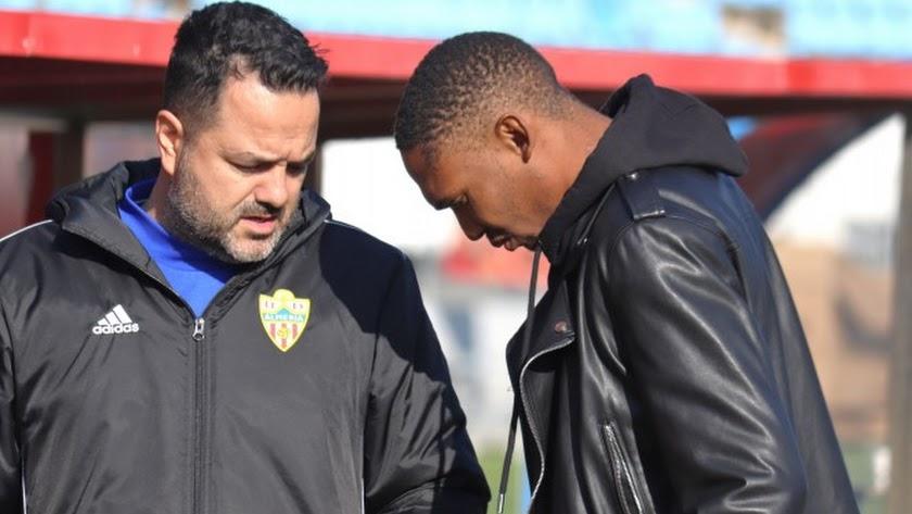 Lucien Owona con el doctor Diego Portugal.
