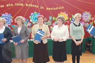 Photo: Laureaci Wojewódzkich Konkursów Przedmiotowych - Pani Dyrektor Elżbieta Rogowska odbiera list gratulacyjny