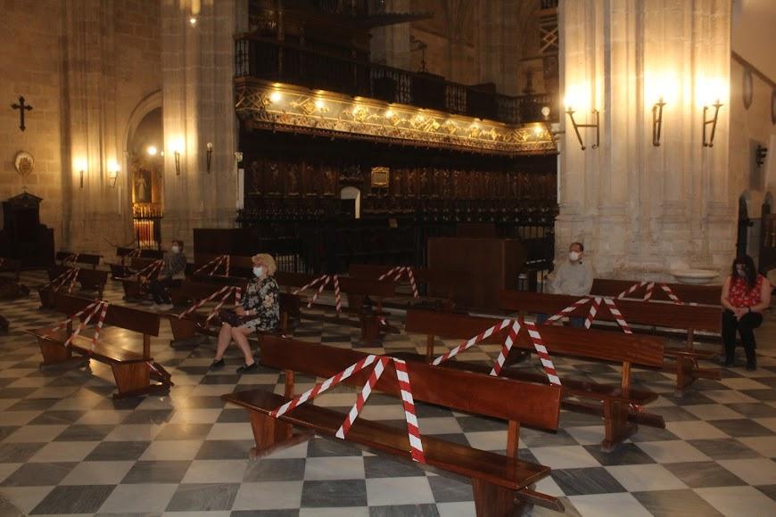 En la Catedral de la Encarnación laudes y misa conventual.