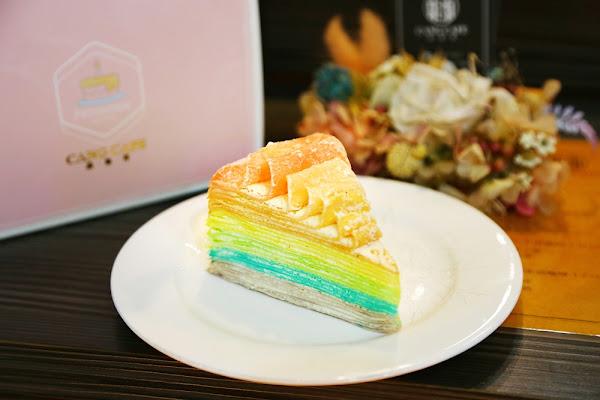 藏咖啡~清爽繽紛的手作甜點,每周只賣4天的少女心大噴發「彩虹千層」在這裡!