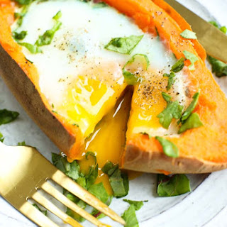 Baked Eggs with Spinach in Sweet Potatoes.