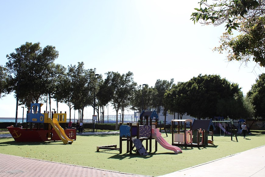 En la Plaza de los Periodistas el Parque Infantil.