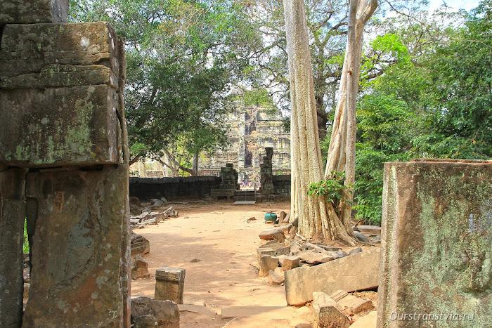 Пирамида смерти Кох Кер, храмы Ангкора