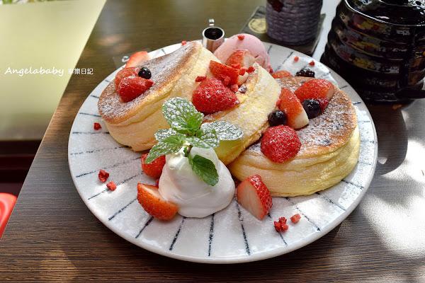 台中 厚燒吸睛鬆餅#小豚輕食。日式漢堡&Pancake專賣#慢工出細火#季節限定草莓鬆餅#規矩最多日式輕食店#打卡推薦