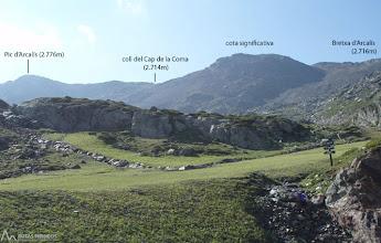 Photo: Perspectiva del recorrido y camino de regreso tras superar la brecha d'Arcalís y pico d'Arcalís.