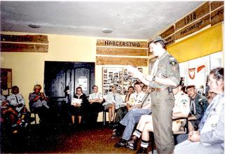 Photo: Decyzją Kapituły Drużyny nadaję z dniem 14. maja 2001 HONOROWĄ ODZNAKĘ DRUŻYNY w stopniu  ZŁOTYM druhnie harcmistrzyni Barbarze Pawłowskiej – Bogdańskiej Przewodniczącej Wspólnoty Drużyn Grunwaldzkich.