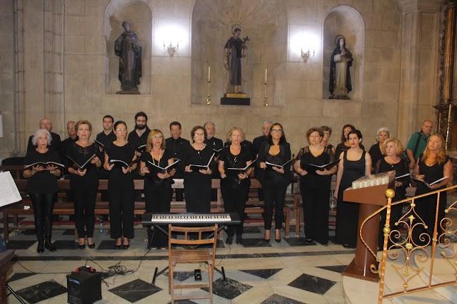 El coro del Colegio de Abogados participó en la solemne eucaristía.