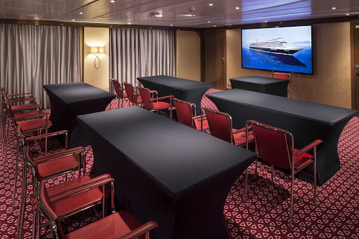 koningsdam-Hudson.jpg - The Hudson meeting room on Koningsdam is outfitted with state-of-the-art tech.