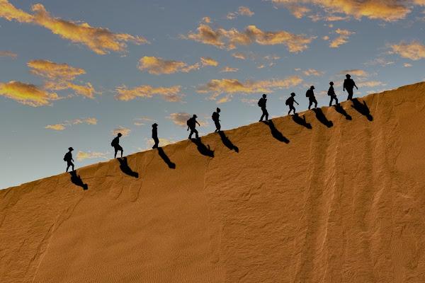 Sagome nel deserto