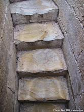 Photo: fenékformájúra kopott lépcsők a Ferde toronyban