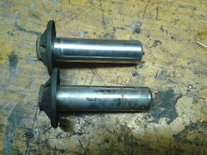 Photo: Aquí se ven dos de los empujadores de la bomba, uno pulido y el otro sin pulir todavía.