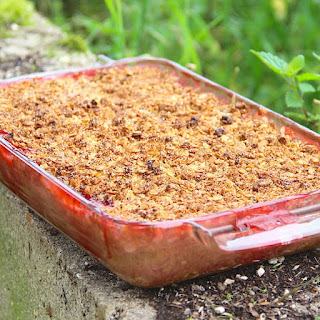 Rhubarb Strawberry Apple Crumble with Spelt Chia Topping