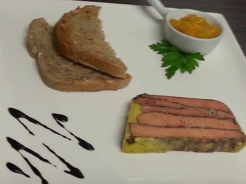Foie gras mi-cuit aux épices douce et chutney de mangue.