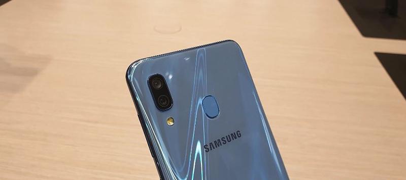 Cảm biến vân tay trên điện thoại Samsung Galaxy A30 chính hãng