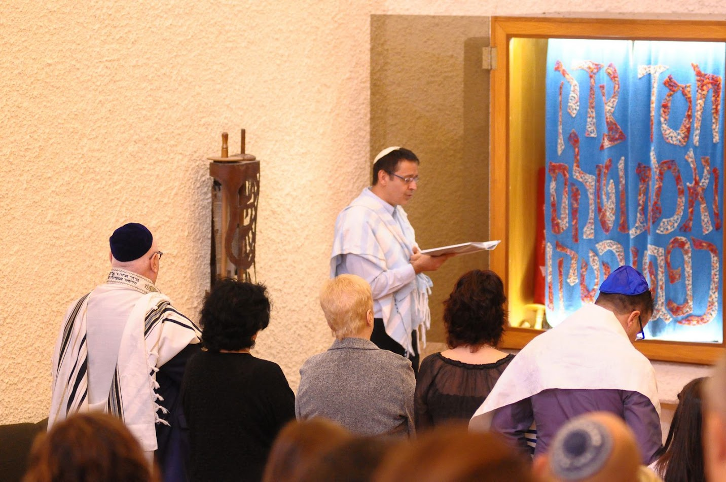 טקס בת מצווה בבית הכנסת אהל אברהם