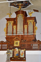 Photo: Nove več kot šest metrov visoke orgle kraljujejo na koru cerkve v Lescah - Die neue mehr als sechs Meter hohe Orgel thront auf der Empore der Kirche von Lesce - The new more than six meters high organ thrones in the choir loft of the Lesce church