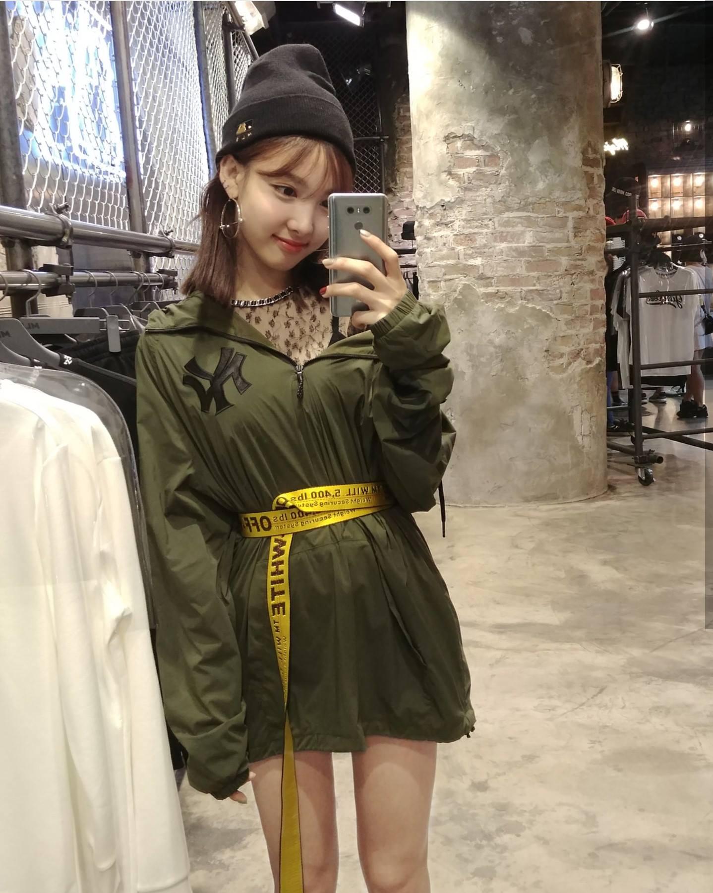 nayeon mirror 6