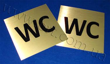 Photo: Металлическая табличка для туалета. Печать по золотистому металлу по технологии Grawerton