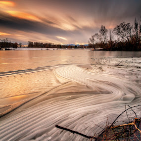 Frozen Sunset by Rashid Ramdan - Landscapes Sunsets & Sunrises ( clouds, canon, winter, nature, linz, ice, sunset, long exposure, lake, travel, landscape, austria )