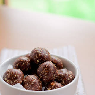 Peanuts & Dates Energy Balls (Gluten Free).