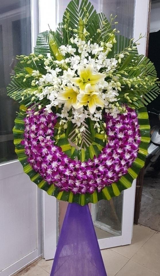 Có đội ngũ nhân viên cắm hoa chuyên nghiệp và tư vấn được cho khách hàng