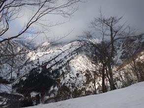 下山予定方面を見るが雪割れが激しい