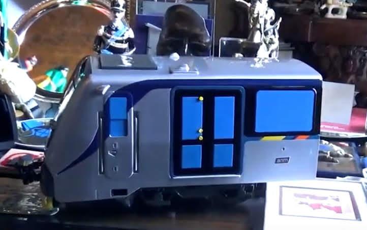 Modellino del nuovo treno della Linea 1 di Napoli