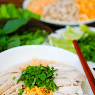 Bún Thang – Vietnamese Vermicelli Noodle Soup with Chicken, Pork and Egg