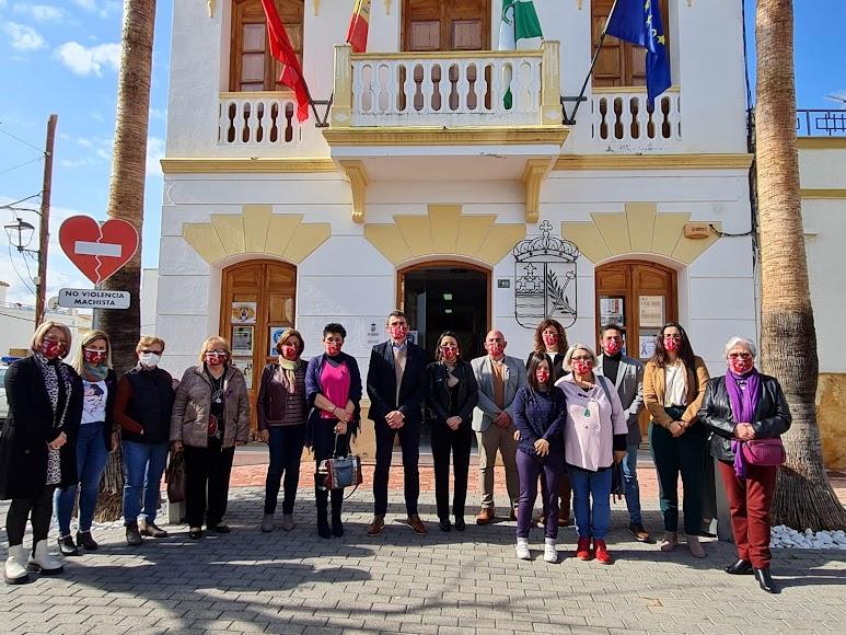 Como presidenta del Parlamento andaluz, Marta Bosquet participó en los actos organizados en el Ayuntamiento de Los Gallardos.