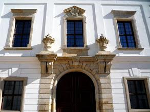 Photo: Esterházy-kastély udvari kapu - Pápa