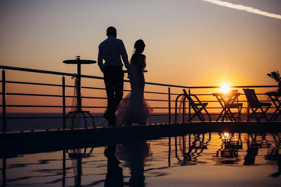 Wedding photographer Vasiliy Tikhomirov (BoraBora). Photo of 20.11.2015