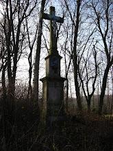 Photo: Stary przydrożny krzyż pomiędzy polna drogą z Radyni do dawnej osady Bursztet.