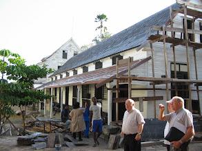 Photo: De verschillende gebouwen van het bisdomcomplex, sommige nog in de steigers (onderhoud)