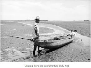 """Photo: Pescador de salida para la faena de pesca en su """"potrillo"""",  sobre éstos ver: http://tarabitares-y-divaneos.blogspot.com/2009_10_03_archive.html"""