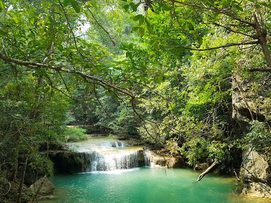 Erawan waterfall di Melo