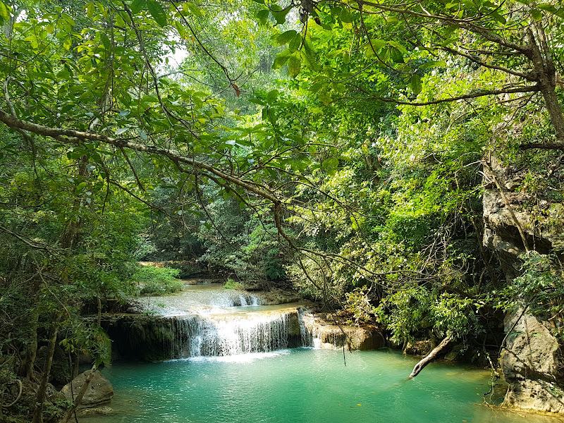 Erawan waterfall di Melo