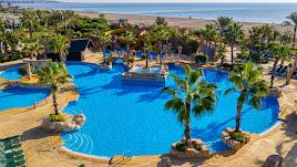Piscinas exteriores del Hotel Zimbali de Grupo Senator, en las playas de Vera.