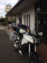 Photo: 開店前の東春酒造さんに乗り付ける・・・(^_^;)。