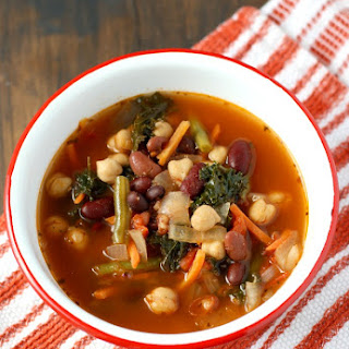 Easy Slow Cooker Minestrone Soup.
