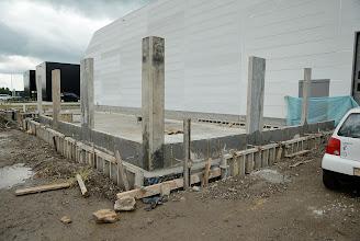 Photo: © ervanofoto 13-07-2012 De fundering voor de burelen is klaar. Nu is het ealleen nog de werf opruimen. En dan mogen de mannen van de aannemer met welverdiend verlof.